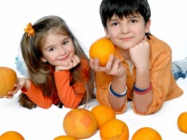 Дети с апельсинами
