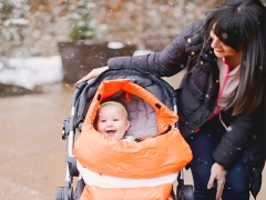 Когда можно пересаживать ребенка в прогулочную коляску?