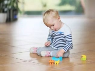 На попе прыщики у ребенка 1 год