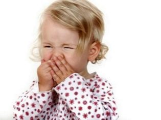 Мелкая красная сыпь на животе ребенка и температура