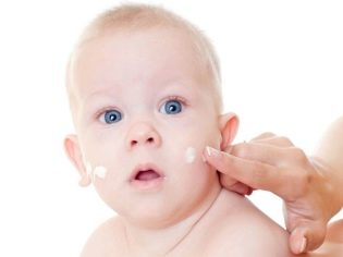 У новорожденного сухая кожа облазит
