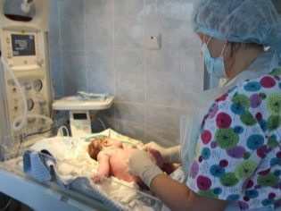 Обработка пупочной ранки у новорожденного: препараты, алгоритм