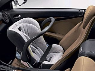 Правила перевозки детей на переднем сиденье автомобиля