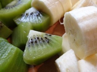 Во что втыкать шпажки с фруктами
