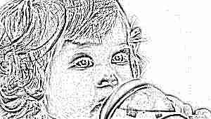 Со скольки месяцев можно давать детям компот и как это правильно делать?