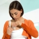 Почему выделяется молозиво при беременности и на каком сроке это чаще всего происходит?