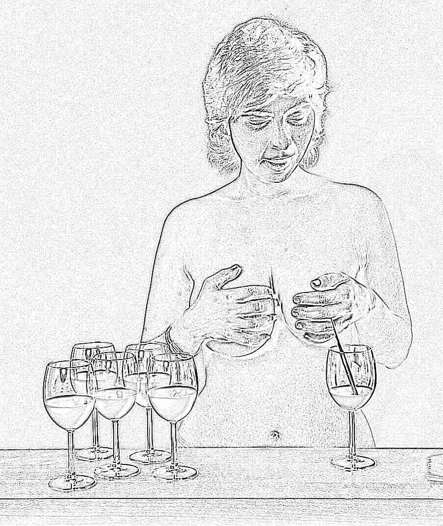 Красивые русская баба сексуально сцеживает молоко онлайн