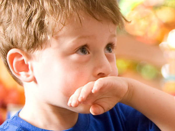 Ребенка после смеси рвет