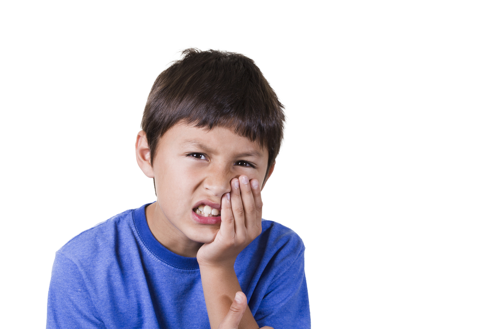 Что делать, если у ребенка болит молочный зуб