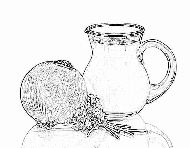 Варит лук в молоке