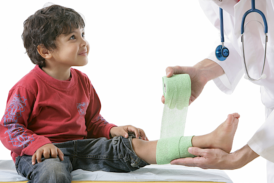 Если болит нога после АКДС у ребенка: что делать
