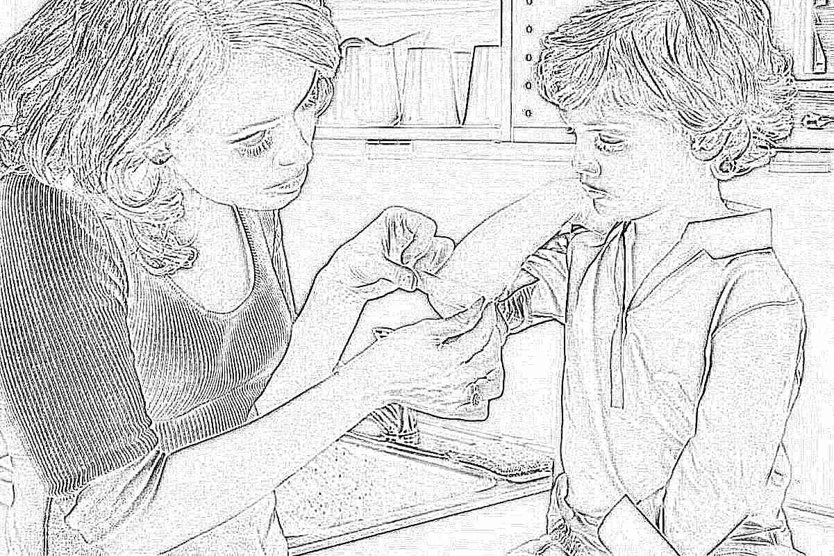 Синяки на ногах у ребенка: причины и лечение