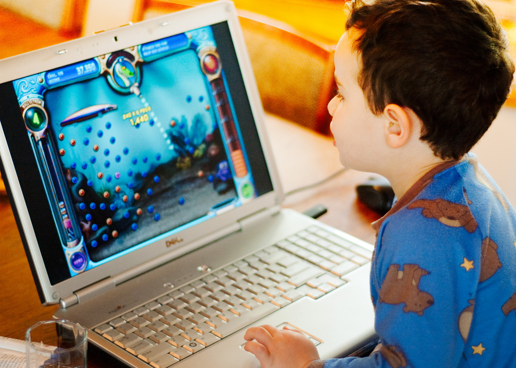 playing computer games essay The negative effects of video game addiction  long hours playing video games can negatively affect your child's performance in school if he's preoccupied with video games he can fail to work at his optimum level because he's exhausted from a late night of video game playing if your child devotes more than one or two hours a day to.