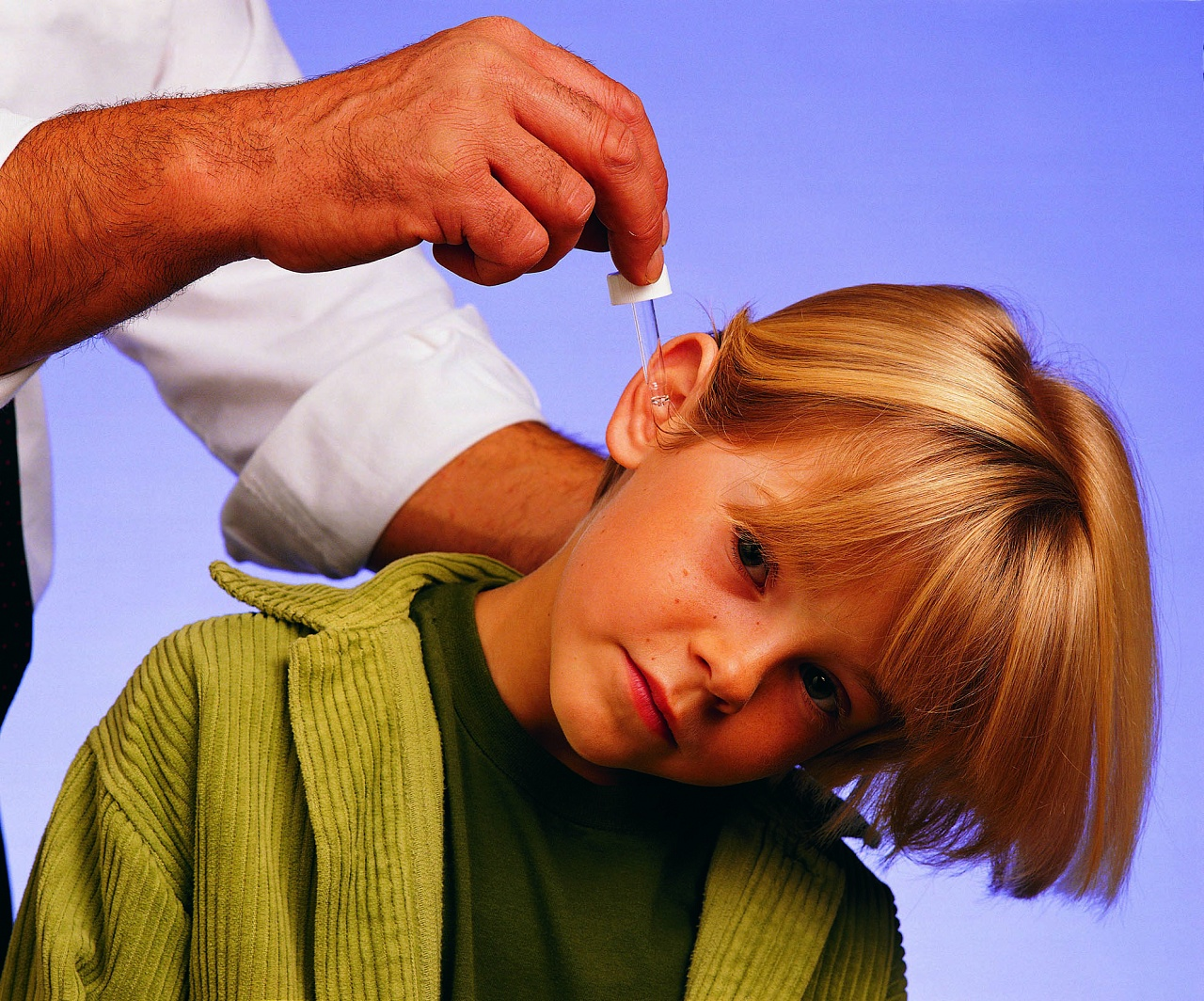 Как убрать у ребенка ушную пробку