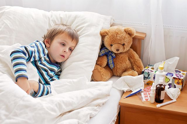 Простуда у ребенка: как быстро вылечить ее, какое лекарство дать?