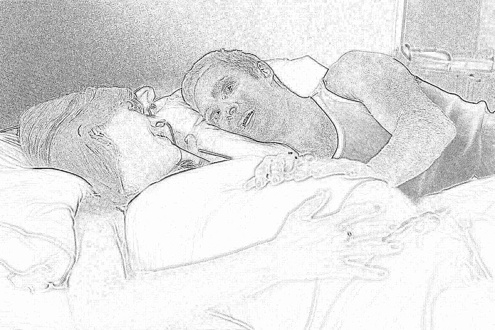 Секс в постеле домашний, Муж и жена в постели снимают домашнее порно 12 фотография