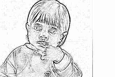 Сосание пальца девочкой