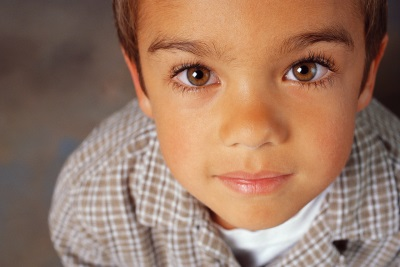 Мальчик идет на аллергопробы