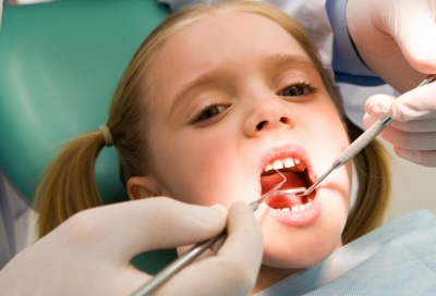 Девочка у врача стоматолога