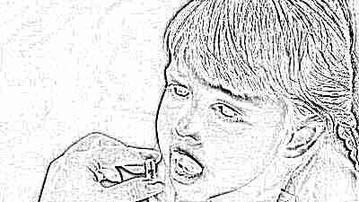 Ребенок пьет антибиотики