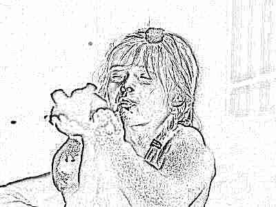 Ребенок моется в ванне