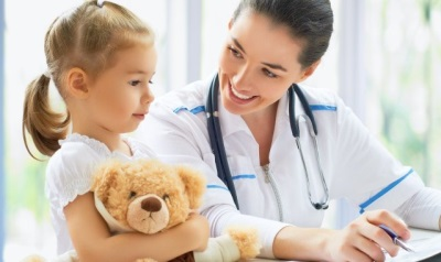 Ребенок в больнице - осмотр доктором