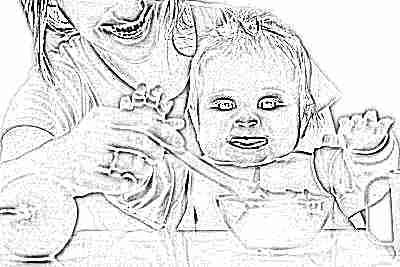 Ребенок ест продукты с пребиотиками
