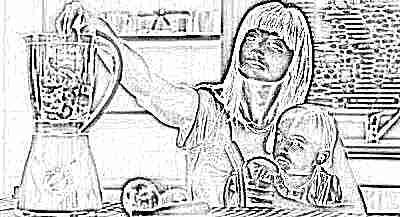 Мама с ребенком, еда в блендере