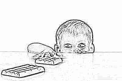 Ребенок тянется за шоколадкой