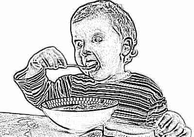 Ребенок 3 года ест суп