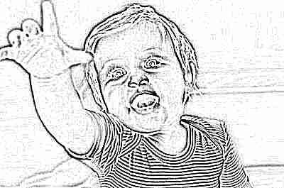Ребенок тянется рукой