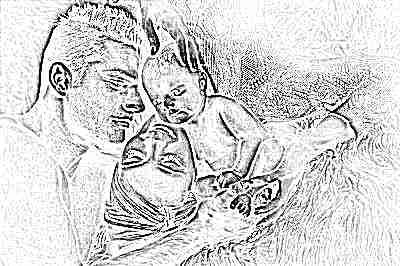 Мама и папа целуют новорожденного, любят его