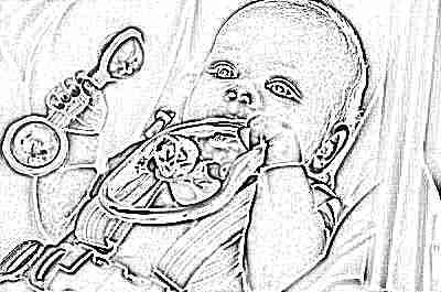 Ребенок с погремушкой в 5 месяцев