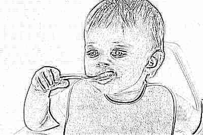 Ребенок ест ложкой в 11 месяцев