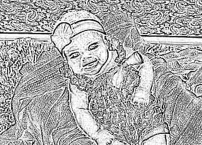 Красивая девочка в 3 месяца улыбается