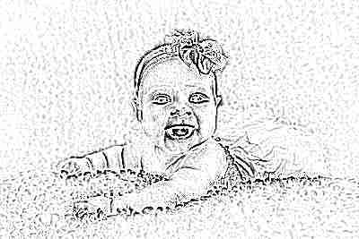 Ребенок в 3 месяца улыбается - девочка в платье