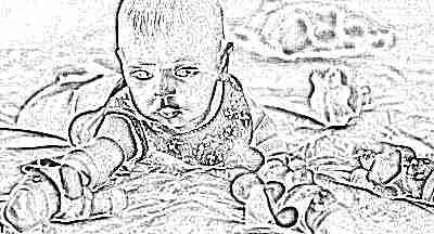 Ребенок 4 месяца тянется за игрушкой