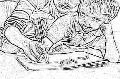Ребенок учится писать буквы и цифры