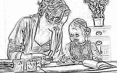 Ребенок в 4 года с мамой делают поделку