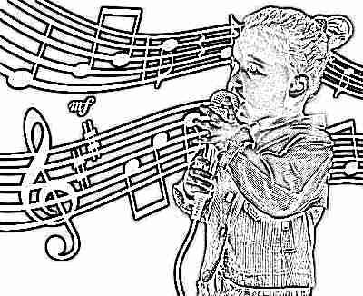 Ребенок поет в 4 года с микрофоном