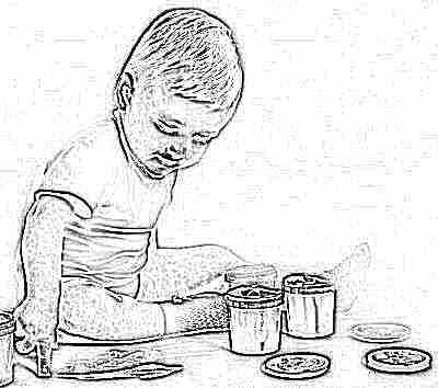 Ребенок в 1 год рисует пальчиковыми красками