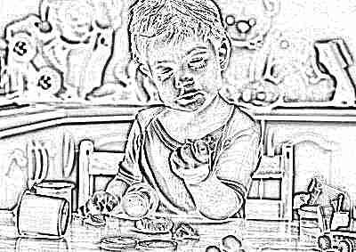 Ребенок с тестом для лепки