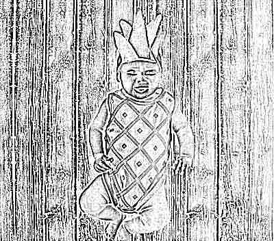 Ребенок в костюме ананаса