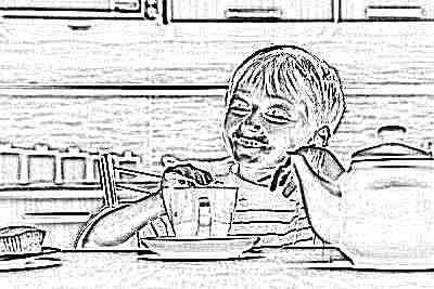 Ребенок за столом с чаем