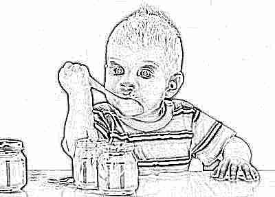 Тыквенное пюре ест ребенок
