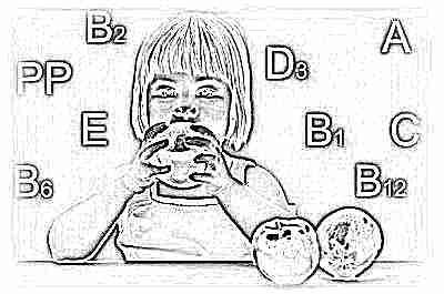 Ребенок ест яблоки и витамины
