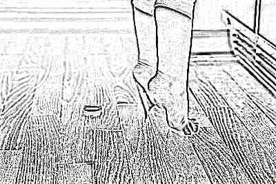 Ребенок встает на носочки чтобы дотянуться