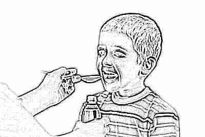Детские витамины в виде сиропа - пьет ребенок
