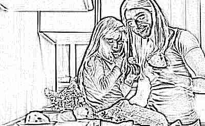 Мама и дочка едят фрукты