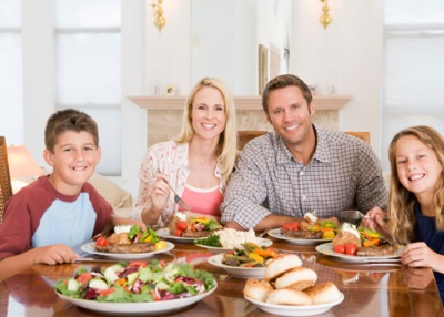 Семейный ужин с детьми-подростками